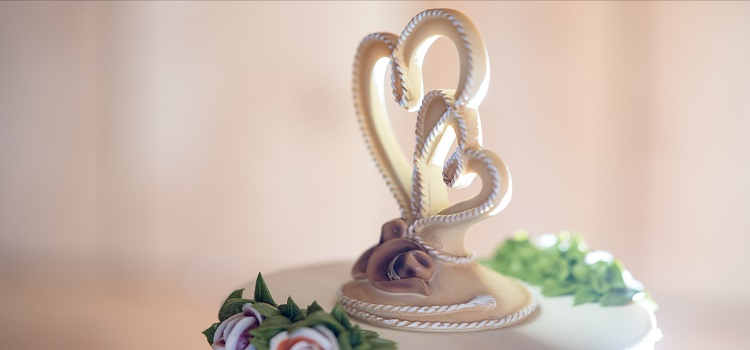 guide to wedding cake toppers