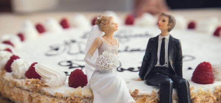 Choosing A Wedding Cake Topper