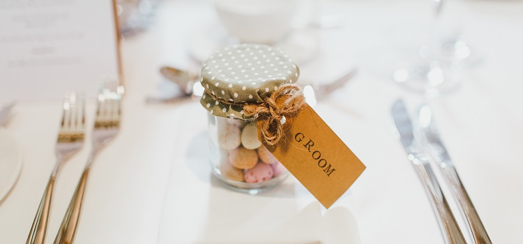 choosing wedding favours
