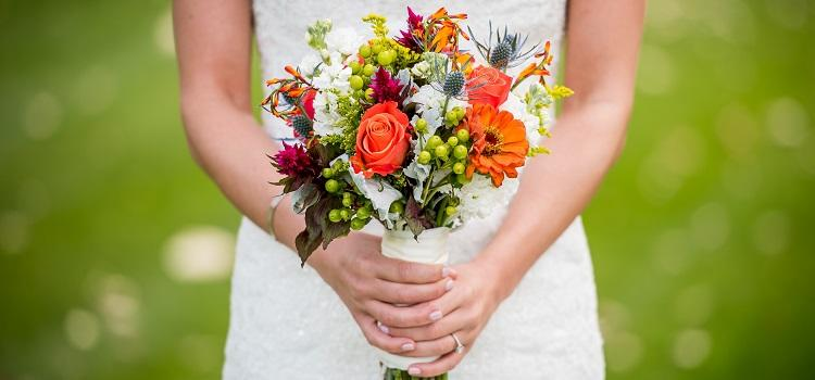 choosing beautiful bridal flowers